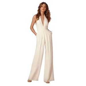 Sexy White Jumpsuit 🎉💓